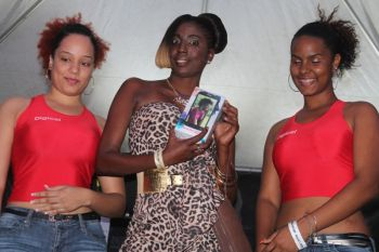 The Digicel Girls with the winner of a brand new phone that was raffled off at the show. Photo: VINO