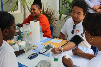 A member of the public having his blood pressure tested. Photo: VINO