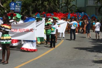The regional and international contingent at the parade. Photo: VINO