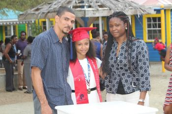 Kaeli A. Alphonso with her proud parents. Photo: VINO