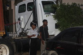 A police officer carrying out her investigations. Photo: VINO