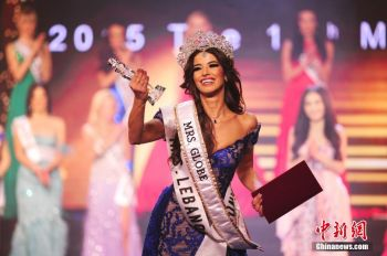 Mrs Lebanon Sylvia Yammine became the new winner of the Mrs Globe contest 2015 on December 5, 2015 in Shenzhen, China. Contestants from China and Russia won the runner-up and the third place respectively. Photo: CNS