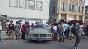 Scores of persons converge on the scene. Photo: Kaieteur News