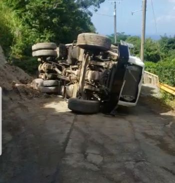 The toppled gravel truck has blocked the Windy Hill road of vehicular access. Photo: Team of Reporters
