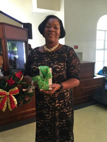 Sharon Dennis won the final prize of the celebration of members, a new iPhone 6 from LIME. Photo: Provided
