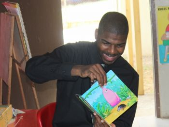Natalio Wheatley aka Sowande Uhuru, who is himself an educator, was one of the persons who read to the children at the school. Photo: VINO