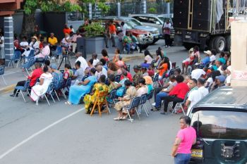 The gathering at the Sunday Morning Well for the Emancipation Service on August 2, 2015. Photo: VINO