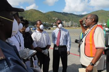 Paul Saunders, a Disaster Risk Management Specialist at DHP Caribbean Ltd. in Trinidad and Tobago, briefs Customs Officers during the simulation exercise. Photo: VINO