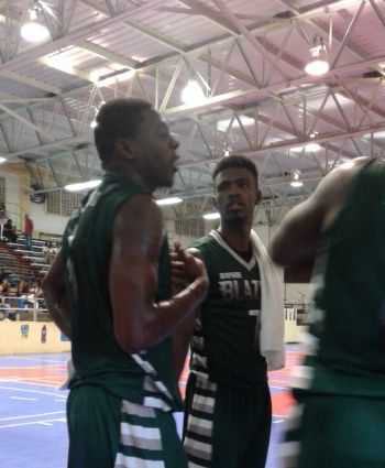 Hghest scorer Killven M. Samuel (Centre) and Cleo D. Sears. Photo: Team of Reporters